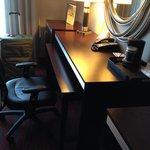 Desk station