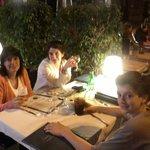 Restaurant de la planta baja (cenando en la vereda)