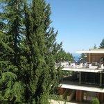 Uitzicht vanaf balkon richting restaurant