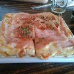 Pizza de jamon y muzzarella