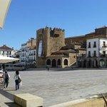 Spanischer Platz mit dem turm in der Mitte