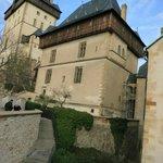 Вид на замок Карлштейн из внутреннего дворика