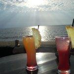 коктейль на закате