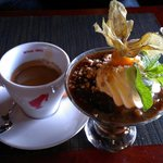 Хлебный суп со взбитыми сливками,орехами и сухофруктами/ Bread soup with whipped cream, nuts and