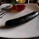 Кровяная колбаса с брусничным соусом / Black pudding with cranberry sauce