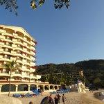 отель со стороны пляжа