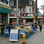 Viele Straßencafés