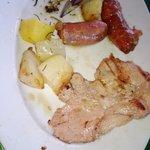bistecca e salciccia alla brace con patate