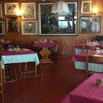 Il ristorante a gestione famigliare propone una cucina tipica,nazionale,è gradita la prenotazion