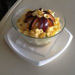 kornfleks with yogurt and fruit