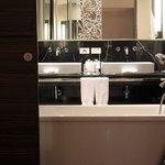 Avantec Suite_Bathroom