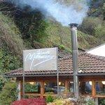 La chimenea del restaurante Marroncin caldeaba el acogedor comedor.