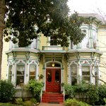 Beautiful Victorian one block from downtown