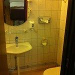 Room 265, Bathroom