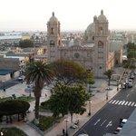 Plaza de Armas, vista de la Catedral. (día)