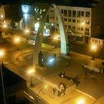 Plaza de Armas, vista del Arco de Triunfo. (noche)