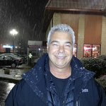 Nevando na frernte do hotel