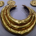 Some gold artifacts from 800 - 700 BC