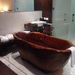 La bañera de la suite lista para un baño de espuma relajante!