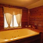 Jack's cabin whirlpool tub