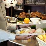 Petit Déjeuner Buffet à Volonté De l'Hôtel Ibis Bordeaux Aéroport Mérignac De 4h30 à 10h00