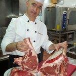 Cocinero y propietario del local , estas son nuestras carnes.