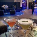 cocktails au bar de l'hotel