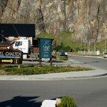 Cartel Cerro Torre al ingreso al Chalten, a 100mts de nuestro Complejo.
