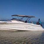 L'un de nos 3 bateaux pour nos sorties dauphins et sorties à l'Ile aux Cerfs
