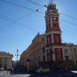 der. Galería y Torre de la Duma, izq. pórtico de 6 columnas.