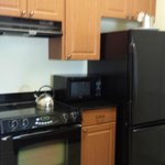 Neat little kitchen, with dishwasher