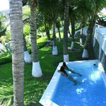 una piscina de las villas