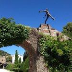 Cкульптуры Nicolas Lavarenne в замке.
