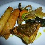 poisson, rouleau fromage et épinard, légumes du sud