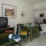 Wohnraum, Küche und Schlafzimmer für 2 Kinder