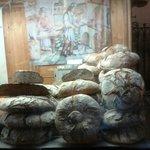 В хлебной лавке у стен собора