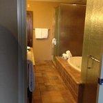 1 bedroom bathroom