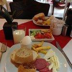 カフェテリアでの朝食。