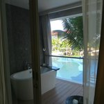 Balcony with outdoor bathtub