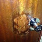 Unsecure door, Main door handle!