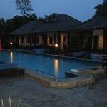 бассейн и территория отеля