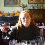 degustando un buen vino