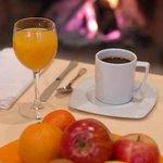 desayuno buffet al calor chimenea de leńa