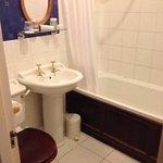 room 11 bathroom