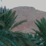 вид на горы со стороны бассейна