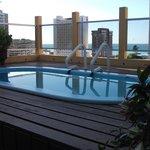 Deck da piscina no terraço
