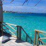 Waterbungalow Terasse mit Blick auf Insel (West)