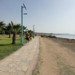 Дорожка вдоль берега