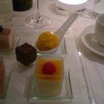 Herlig dessert!! :) variete av søte nytelser