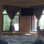 So oder ähnlich siehts aus, wenn man vom Bett gen Fenster blickt :)